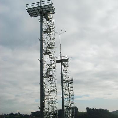 Instalación de andamios en el Aeropuerto de Asturias.