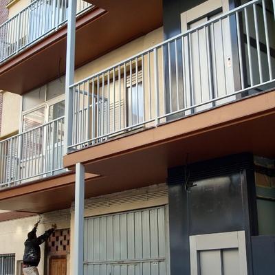 esmaltado de balconada y puertas de ascensores.