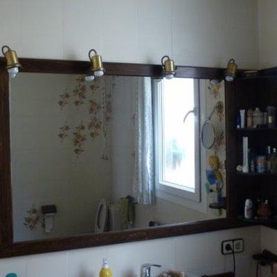 Mueble con espejo de baño
