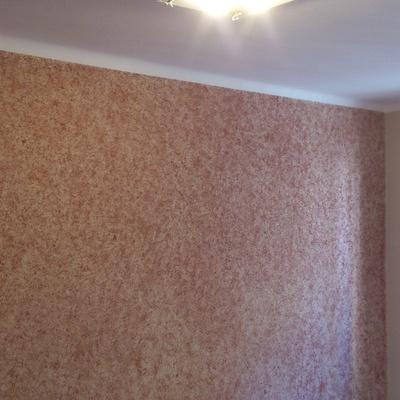 Estampado en pared de dormitorio