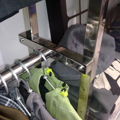 Estanterías y elementos de acero inoxidable para centros comerciales