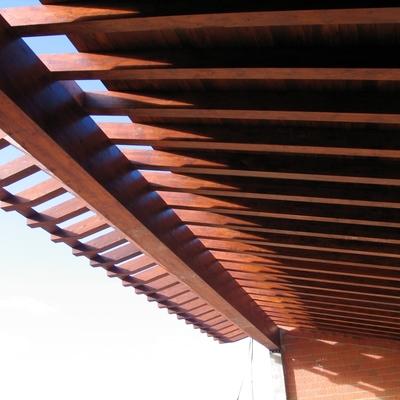 estructura de madera laminar y cubierta de madera (2)