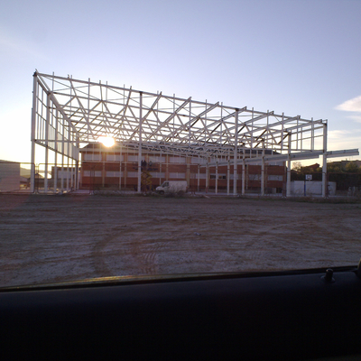 Estructura metálica, polideportivo municipal.