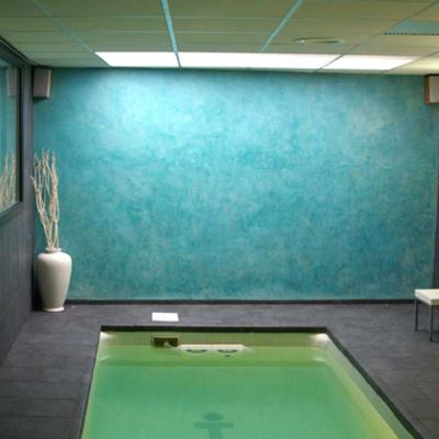 Estuco turquesa en piscina interior