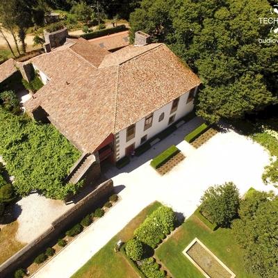 Vista aérea de una casa rural