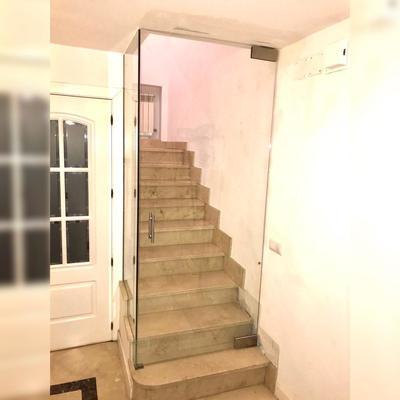 Puerta escalera