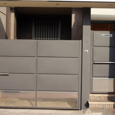 fachada de hierro y acero inox