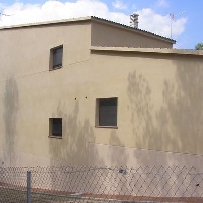 fachada lateral con garaje
