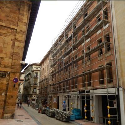 Rehabilitación de fachadas y cubierta de hotel en Oviedo.