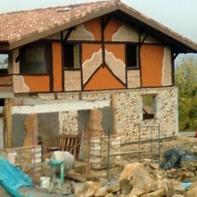 fachadas rústicas piedra,madera y raseo