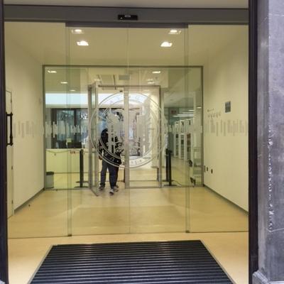 Puerta automática todo vidrio