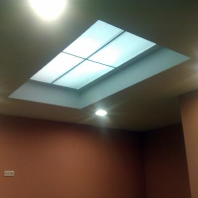 falso techo con iluminacion indirecta