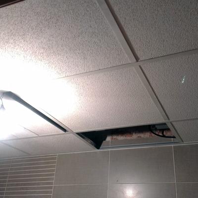 Falso techo de amstromg