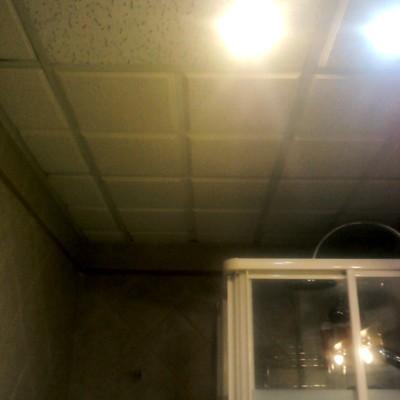 falso techo en cuarto de baño