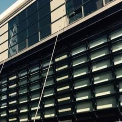 Limpieza fachada acristalada con ósmosis inversa