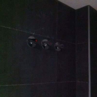 llaves de corte en baños terminadas