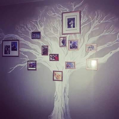 Mural de árbol genealógico en salón