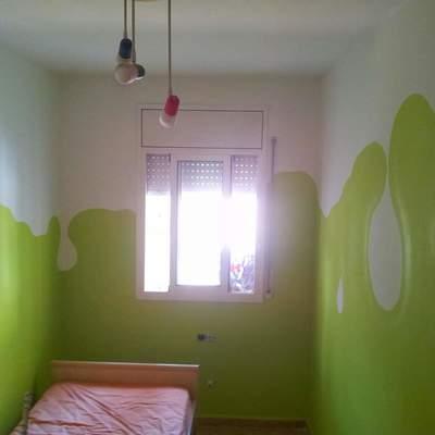Pintura en habitación juvenil