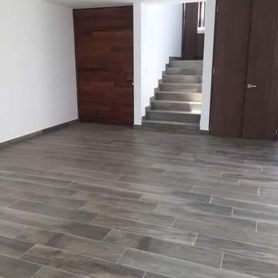 Preciosa plata baja con colocacion de escaleras y solado al mismo color
