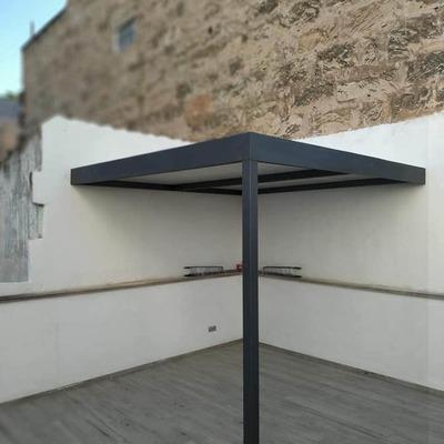 Pergola de hierro , con panel de cubierta
