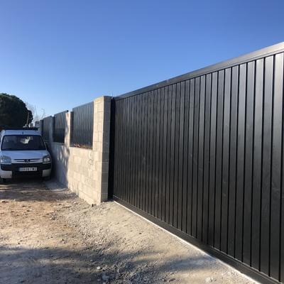 Vallas y puerta automatizada