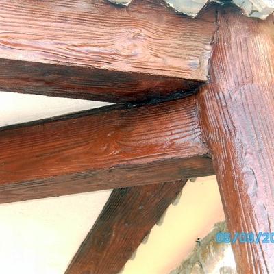 final de imitación viga de madera redonda