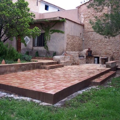 Formacion paellero en patio y pavimento