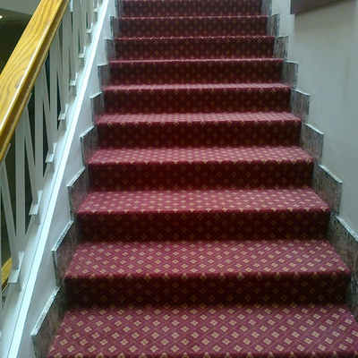 Forrado de escalera con moqueta (Denia)