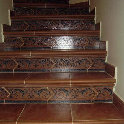 Forrado de escaleras con plaqueta rustica