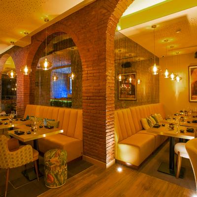 Salón de restaurante urbano