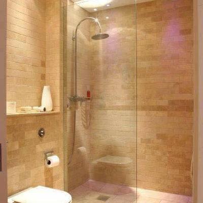 Reforma de baño en dormitorio principal.