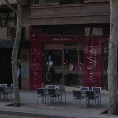 Fachada Cafetería con zona de charcutería