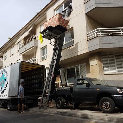 Elevador de muebles por fachada