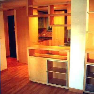 Detalle de Salón y mueble divisorio