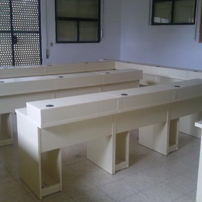 Mesas para aula de informática.