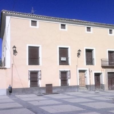 Fachada y cubierta casona plaza de Pareja