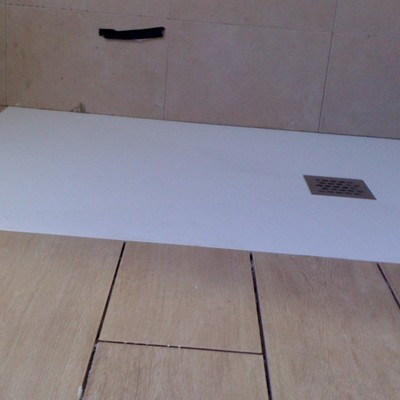 Plato de ducha de resina plano a ras de suelo