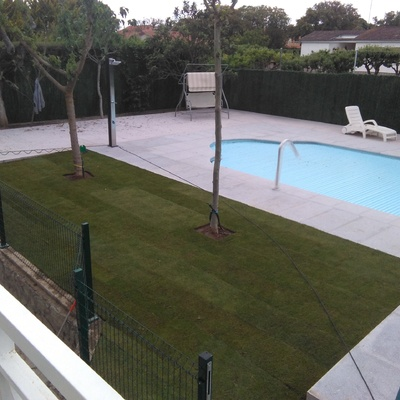 Decoración de suelo de piscina en granito
