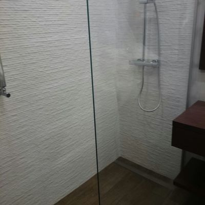 baño laja blanca porcelanosa