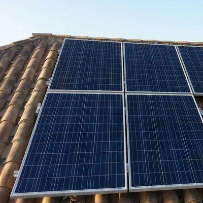 Solar fotovoltaica aislada compuesta por 6 paneles de 250 Wp.