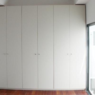 Frente de armario abatible lacado en blanco