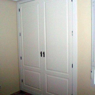 Frente de puertas DM lacadas en blanco