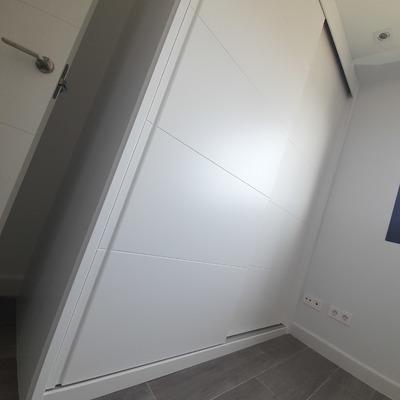 Frente armario lacado.