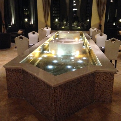 Fuente ornamental en baños árabes