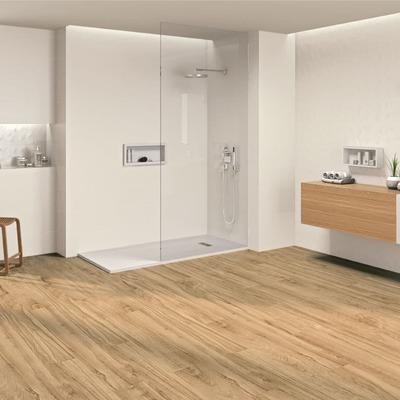 Pavimento madera tono claro