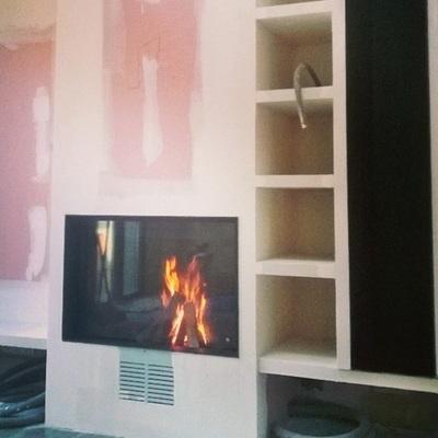 Chimenea con puerta guillotina G350 Rocal llars de foc