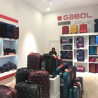 Tienda de maletas en centro comercial
