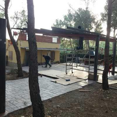 Limpieza del jardin, pavimentación y construcción de glorieta