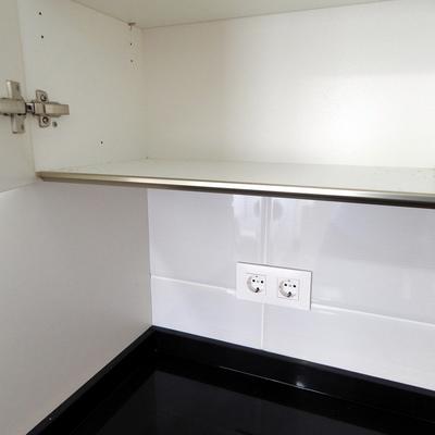 Cocina detalle gola en armario superior