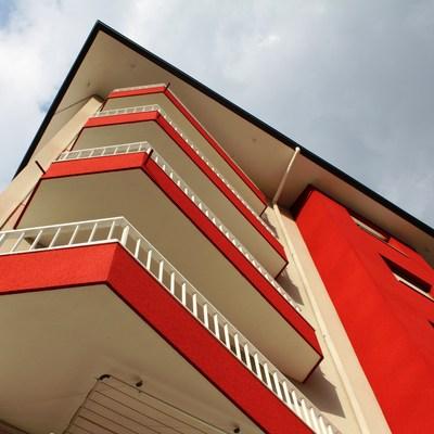 Reforma fachada con corcho proyectado